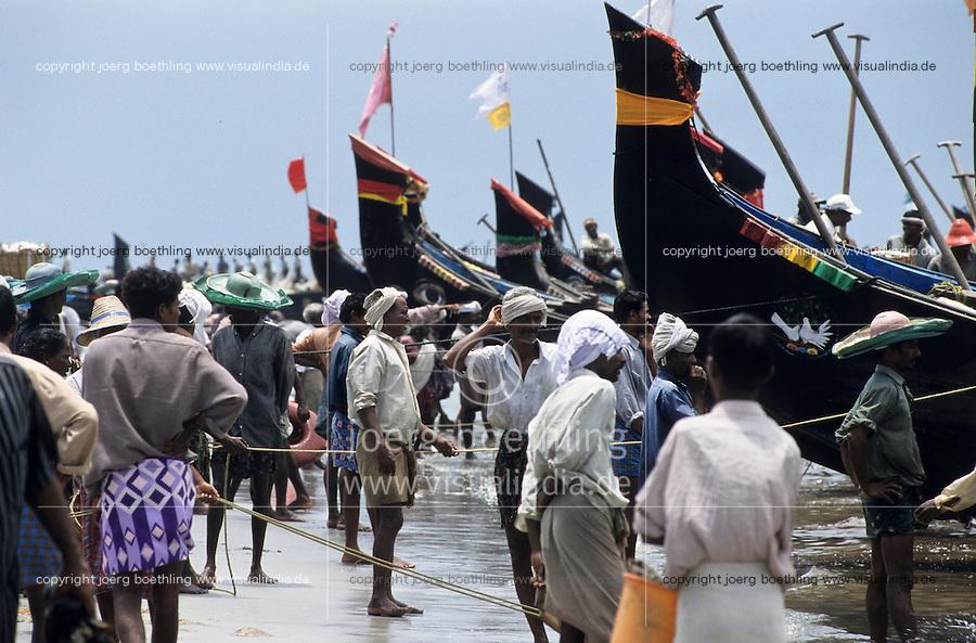 INDIA, Kerala, coast fisherman / INDIEN, Kerala, Kuestenfischer