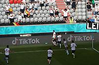 Fans und Mannschaft feiern das vermeintliche 1:0<br /> - Muenchen 19.06.2021: Deutschland vs. Portugal, Allianz Arena Muenchen, Euro2020, emonline, emspor, <br /> <br /> Foto: Marc Schueler/Sportpics.de<br /> Nur für journalistische Zwecke. Only for editorial use. (DFL/DFB REGULATIONS PROHIBIT ANY USE OF PHOTOGRAPHS as IMAGE SEQUENCES and/or QUASI-VIDEO)