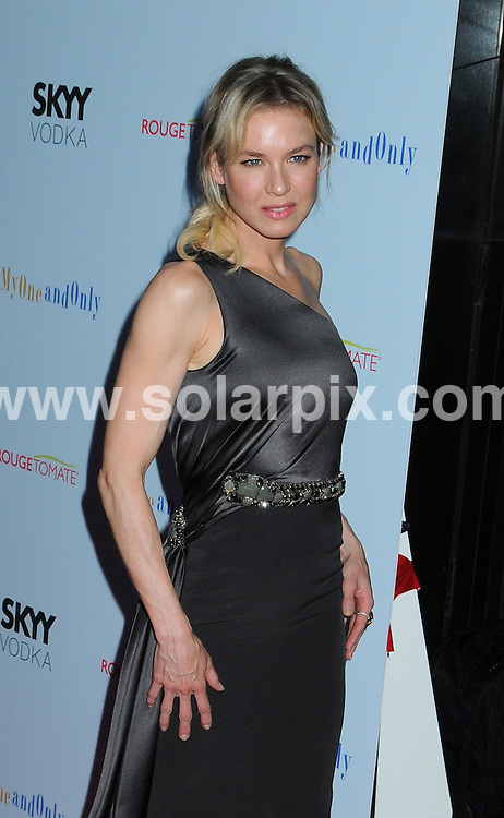 """**ALL ROUND PICTURES FROM SOLARPIX.COM**.**SYNDICATION RIGHTS FOR UK, AUSTRALIA, DENMARK, PORTUGAL, S. AFRICA, SPAIN & DUBAI (U.A.E) ONLY**.Arrivals for the New York City Premiere of """"My One and Only""""  held at the Paris Theater, New York City, NY, USA. 18 August 2009..This pic: Renee Zellweger..JOB REF: 9776 PHZ  (Mayer)  DATE: 18_08_2009.**MUST CREDIT SOLARPIX.COM OR DOUBLE FEE WILL BE CHARGED**.**MUST NOTIFY SOLARPIX OF ONLINE USAGE**.**CALL US ON: +34 952 811 768 or LOW RATE FROM UK 0844 617 7637**"""