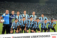 MEDELLIN -COLOMBIA. 02-04-2014. Jugadores de Gremio posan para una foto de grupo previo al partido de vuelta entre Atletico Nacional  de Colombia y Gremio de Brasil  por la primera fase, grupo 6, de La Copa Bridgestone Libertadores de America  2014 disputado en el estadio Atanasio Girardot / Players of Gremio pose to the photo group prior the second leg match between Atletico Nacional  of Colombia and Gremio de Brasil  for the first phase, G6, of the Copa Libertadores de America Bridgestone 2014 played at Atanasio Girardot   stadium . Photo: VizzorImage / Luis Rios  / Stringer