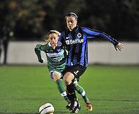 Club Brugge Vrouwen - OHL Dames : Tine De Caigny (rechts) in duel met Charlotte Cranshoff (links)<br /> foto David Catry / nikonpro.be