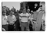 Bernard Landry et Lucien Bouchard prennent part a defile de la Saint-Jean-Baptiste entre 1994 et 2002<br />   (date exacte inconnue)<br /> <br /> PHOTO : Agence Quebec Presse<br /> <br /> <br />  NOTE : Lorsque requis la photo commandée sera recadrée et ajustée parfaitement.