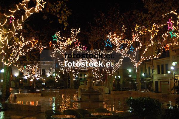 Illuminated Christmas decoration at the trees of the main square in Sóller at night<br /> <br /> Decoración de navidad iluminada en los árboles  de la Plaza de Sóller por la noche<br /> <br /> Beleuchtete Weihnachtsdekoration an der Bäumen um die Plaza in Sóller bei Nacht<br /> <br /> 3008 x 2000 px<br /> 150 dpi: 50,94 x 33,87 cm<br /> 300 dpi: 25,47 x 16,93 cm