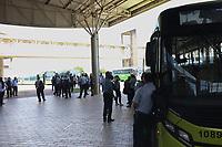 Campinas (SP), 28/04/2021 - Paralisação-SP - Os motoristas de ônibus de Paulínia paralisaram parte do serviço na manhã desta quarta-feira (28) no terminal rodoviário, em protesto por garantias na nova licitação do transporte público. Na segunda-feira (26), três empresas interessadas entregaram documentos para participar do certame. Segundo o Sindicato dos Rodoviários da cidade, os trabalhadores querem que a nova licitação mantenha os cobradores atuais no futuro contrato, além de estabilidade de seis meses.