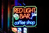 Nederland Amsterdam 2018.  Red Light District. Oudezijds Achterburgwal. De Wallen. Red Light Bar coffeeshop.   Foto Berlinda van Dam / Hollandse Hoogte