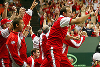 05-03-2006,Swiss,Freibourgh, Davis Cup , Swiss-Netherlands, The Swiss bench goos wild after they defeaded the Dutch in the dubbels