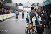Tom Meeusen (BEL/Telenet-Fidea) is greeted by his team manager Hans van Kasteren<br /> <br /> Men's Elite Race<br /> <br /> UCI 2016 cyclocross World Championships,<br /> Zolder, Belgium