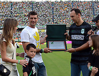 MEDELLIN -COLOMBIA-9 -NOVIEMBRE-2014.Homenaje a Gasto Pezzuti  exportero del Atletico Nacional en el dia de hincha del Atletico Nacional antes del encuentro  con   Patriotas FC    partido de la  18  fecha  de La Liga Postob—n 2014-2. Estadio Atanasio Girardot . / Gaston Pezzuti tribute to goalkeeper  of Atletico Nacional on the day of a fan of Atletico Nacional before meeting party Patriots FC 18 Premier League Postob—n date 2014-2. Atanasio Girardot Stadium. Photo: VizzorImage / Luis Rios  / Stringer
