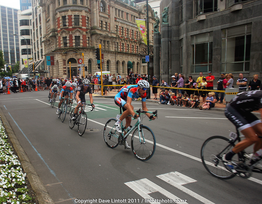Jayco's Patrick Lane (centre). Trust House Wellington Cycle Classic Stage 5 - Criterium at Lambton Quay, Wellington, New Zealand on Sunday, 30 January 2011. Photo: Dave Lintott / lintottphoto.co.nz
