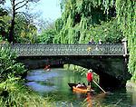 New Zealand, South Island, Christchurch: Punting along the River Avon | Neuseeland, Suedinsel, Christchurch: Bootsfahrt auf dem Avon River