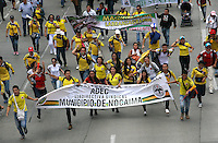 BOGOTA -COLOMBIA. 27-ABRIL-2015. Marcha nacional del magisterio exigiendo mejoras salariales. ./ National march of teachers demanding pay rise. Photo: VizzorImage/ Felipe Caicedo / Staff