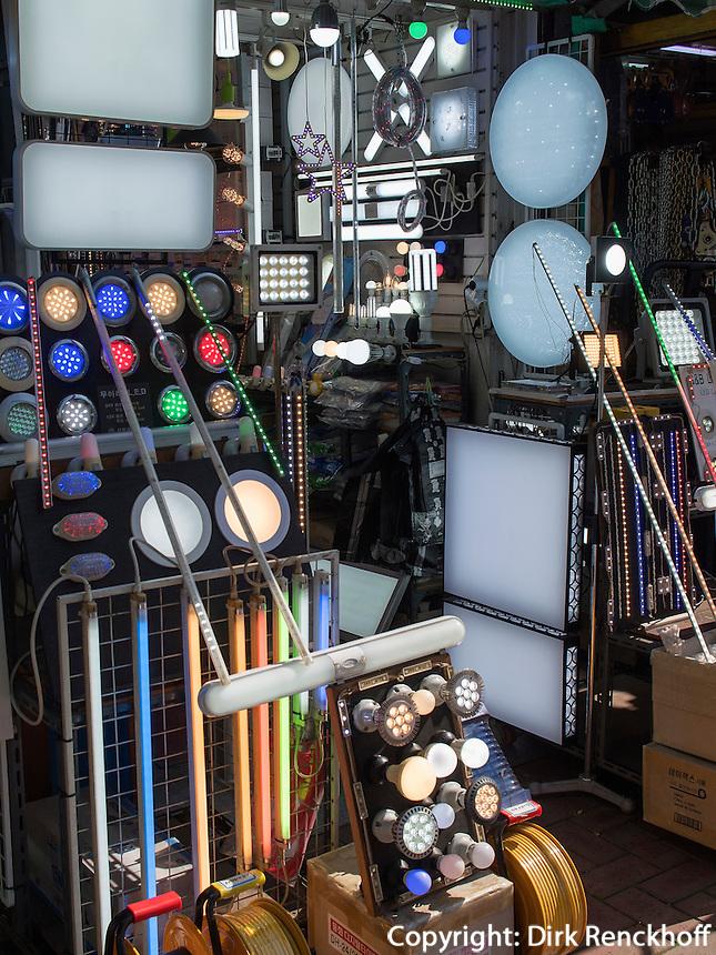 Lampengeschäft auf der  Cheonggyecheon-ro im Viertel Insadong Seoul, Südkorea, Asien<br /> lamp shop on Cheonggyecheon-ro in Insadong Quarters, Seoul, South Korea, Asia