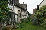 Village pub the Fleece inn  Bretforton Vale of Evesham, Worcestershire Uk .The green lane, is exactly that, this is an unmade up pathway to a farm at the bottom of the track. Obviously not wide enough for a car.2017, 2010s,