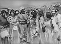 Iraq 1972  The Federation of Women of Kurdistan visiting Mustafa Barzani in Nawperdan   Irak 1972  La federation des femmes du Kurdistan rendant visite au general Barzani a Nawperdan