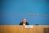 Der  Bundesvorsitzende der Jungen Union Deutschlands, Tilman Kuban, verkuendete am Dienstag den 3. November 2020 in der Bundespressekonferenz das Ergebnis der Mitgliederbefragung (den sog. Pitch 2020) zur Wahl des kommenden Parteivorsitzenden. Friedrich Merz bekam 51,6 Prozent der Stimmen, Norbert Röttgen 27,9 Prozent und Armin Laschet 19,8 Prozent. An der Abstimmung beteiligten sich 20.1 Prozent der Stimmberechtigten.<br /> 3.11.2020, Berlin<br /> Copyright: Christian-Ditsch.de