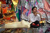 AFGHANISTAN, 06.2008, Kabul. Markt/Basar: Es mag aussehen wie Folklore-Artikel fuer Touristen, aber in Afghanistan gibt es keine Touristen. Traditionelle Kleidung zu tragen ist immer noch ganz natuerlich. | Market/Bazaar:  It may look like folklore items for tourists, but there are no tourists in Afghanistan. Wearing traditional dresses is still very natural.<br /> © Marzena Hmielewicz/EST&OST