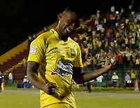 FLORIDABLANCA - COLOMBIA -27-05-2017: John Perez jugador del Bucaramanga celebra despues de anotar un gol al América durante el encuentro entre Atlético Bucaramanga y América de Cali por la fecha 20 de la Liga Águila I 2017 jugado en el estadio Álvaro Gómez Hurtado de la ciudad de Floridablanca. / John Perez player of Bucaramanga celebratea after scoring a goal to America celebrates after scoring a goal during the match between Atletico Bucaramanga and América de Cali for the date 20 of the Aguila League I 2017 played at Alvaro Gomez Hurtado stadium in Floridablanca city. Photo: VizzorImage / Óscar Martínez / Cont<br /> NOTA: MAXIMA RESOLUCIÓN POSIBLE