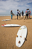 Europe/France/Aquitaine/64/Pyrénées-Atlantiques/Pays Basque/Biarritz:  Ecole de Surf sur la plage de la Chambre d'Amour