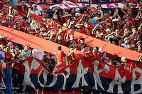 MEDELLÍN -COLOMBIA-31-05-2015. Hinchas del Independiente Medellin celebran el paso de su equipo a la final de la Liga Águila I 2015 despues de derrotar a Deportes Tolima en partido de vuelta de semifinal jugado en el estadio Atanasio Girardot de la ciudad de Medellín./ Fans of Independiente Medellin celebrates the pass of their team to the final of the Aguila League I 2015 after defeated to Deportes Tolima in the semifinal second leg match  played Atanasio Girardot stadium in Medellin city. Photo: VizzorImage/León Monsalve/STR