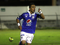 TUNJA -COLOMBIA, 4-OCTUBRE-2014. <br /> Fernando Uribe de Millonarios  celebra un gol anotado a Patriotas FC  durante partido por la fecha 13 de la Liga Postobón II 2014 jugado en el estadio La Independencia  de la ciudad de Tunja./ Fernando Uribe  player of Milonarios celebrates a goal scored to Patriotas during the match for the 13th date of the Postobon League II 2014 played at La Independencia stadium in Tunja city<br /> .Photo / VizzorImage / Felipe Caicedo / Staff