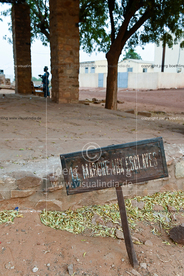 MALI, Kayes, Fort de Médine of former french colonial power, slave market / altes Fort der französischen Kolonialmacht und Sklavenhandelsplatz am Fluß Senegal, alter Sklavenmarkt