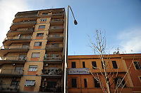 Via di Torpignattara. Quartiere di Torpignattara, VI Municipio, circa 48.000 abitanti.In questo quartiere convivono numerose comunità di immigrati..Torpignattara district. VI Hall, about 48,000 inhabitant.In this district live many immigrant communities..