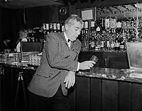 Saint-George Cote, animateur et annonceur de radio CKVC de  Quebec.<br /> <br /> Entre 1955 et 1960 (date inconnue)<br /> <br /> PHOTO : Agence Quebec Prese