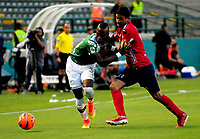 CALI - COLOMBIA - 01 - 06 - 2017: Kevin Balanta (Izq.) jugador de Deportivo Cali disputa el balón con Cristian Marrugo (Der.) jugador de Deportivo Independiente Medellin, durante partido de ida de los cuartos de final entre Deportivo Cali y Deportivo Independiente Medellin, por la Liga Aguila I-2017, jugado en el estadio Deportivo Cali (Palmaseca) de la ciudad de Cali. / Kevin Balanta (L) player of Deportivo Cali vies for the ball with Cristian Marrugo (R) player of Deportivo Independiente Medellin, during a match of the first leg of the quarte of finals between Deportivo Cali and Deportivo Independiente Medellin, for the Liga Aguila I-2017 at the Deportivo Cali (Palmaseca) stadium in Cali city. Photo: VizzorImage  / Nelson Rios / Cont.
