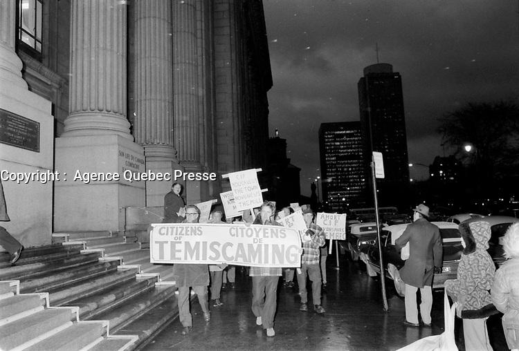 Manifestation des travailleurs de l'industrie forestiere, 1972<br /> (date exacte inconnue, circa Novembre)<br /> <br /> <br /> PHOTO : Agence Quebec Presse  - Alain Renaud
