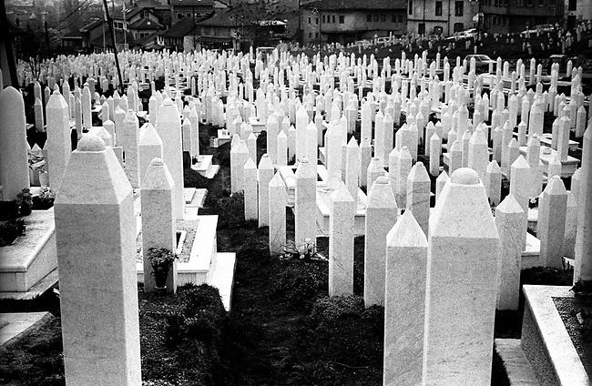 BOSNIA-HERZEGOVINA, Sarajevo, March 2003..10 years after the end of the war, I came for the first time in Sarajevo. I have in mind the images of the besieged city. The daily death, the impotence and the guilty inaction of the international community, the sad spectacle of a war in Europe. 10 years later, I walk the streets obsessed with the scars of war..One of the cemeteries of the war in the center of the city..BOSNIE-HERZEGOVINE, Sarajevo, Mars 2003..10 ans après la fin de la guerre, j'arrive pour la première fois à Sarajevo. J'ai encore en tête les images de la ville assiégée. La mort quotidienne, l'impuissance voire l'inaction coupable de la communauté internationale, le spectacle désolant d'une guerre en Europe. 10 après, je déambule dans les rues obsédé par les stigmates de la guerre..Un des cimetières de la guerre à proximité du centre ville historique..© Bruno Cogez