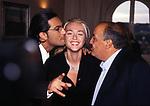 """MAURIZIO COSTANZO, PAOLA BARALE  E FIORELLO<br /> CONFERENZA STAMPA """"BUONA DOMENICA""""<br /> CASINA VALADIER ROMA 1996"""