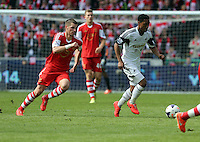Saturday, 03 May 2014<br /> Pictured: Jonathan de Guzman of Swansea (R)<br /> Re: Barclay's Premier League, Swansea City FC v Southampton at the Liberty Stadium, south Wales.