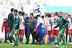 05.10.2019,  GER; 2. FBL, Hamburger SV vs SpVgg Greuther Fuerth ,DFL REGULATIONS PROHIBIT ANY USE OF PHOTOGRAPHS AS IMAGE SEQUENCES AND/OR QUASI-VIDEO, im Bild die Mannschaft des HSV jubelt mit Trainer Dieter Hecking (Hamburg) ueber den Sieg Foto © nordphoto / Witke *** Local Caption ***