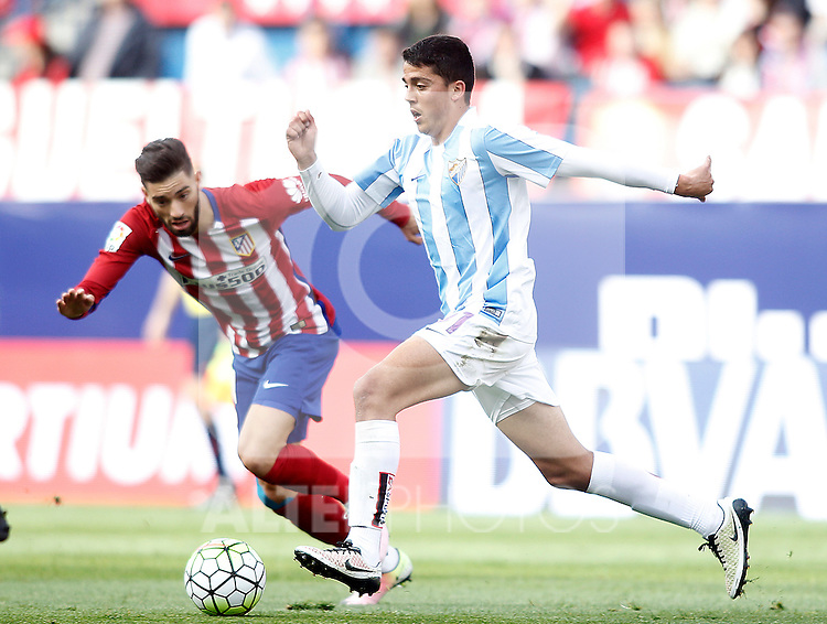 Atletico de Madrid's Yannick Carrasco (l) and Malaga CF's Pablo during La Liga match. April 23,2016. (ALTERPHOTOS/Acero)