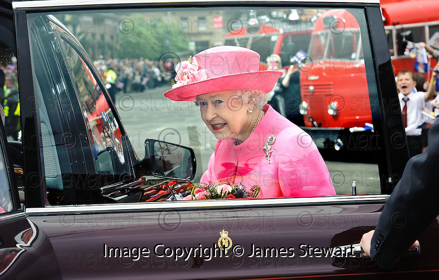 Her Majesty, Queen Elizabeth leaves George Square, Glasgow after a short visit as part of her Diamond Jubilee Celebrations.