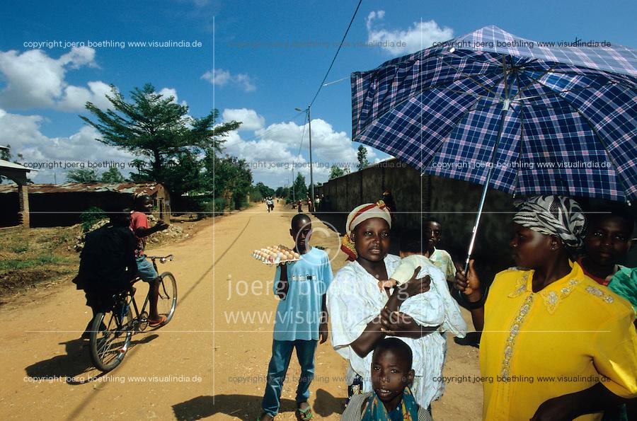 "Afrika Burundi Bujumbura .Frau mit Baby in Bujumbura  - Menschen Frauen Kinder Armut Hutu Tutsi xagndaz   .Tutsi woman with baby - people poverty child children conflict ethnic civil war.  [ copyright (c) Joerg Boethling / agenda , Veroeffentlichung nur gegen Honorar und Belegexemplar an / publication only with royalties and copy to:  agenda PG   Rothestr. 66   Germany D-22765 Hamburg   ph. ++49 40 391 907 14   e-mail: boethling@agenda-fototext.de   www.agenda-fototext.de   Bank: Hamburger Sparkasse  BLZ 200 505 50  Kto. 1281 120 178   IBAN: DE96 2005 0550 1281 1201 78   BIC: ""HASPDEHH"" ,  WEITERE MOTIVE ZU DIESEM THEMA SIND VORHANDEN!! MORE PICTURES ON THIS SUBJECT AVAILABLE!! ] [#0,26,121#]"