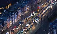 Nederland Den Haag 2020.  Binnenstad. File bij het begin van de avond . Foto Berlinda van Dam / Hollandse Hoogte