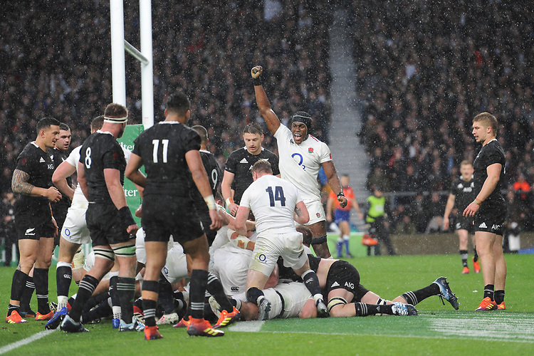 Dylan Hartley (cc) of England scores a try after a 15 man maul during the Quilter International match between England and New Zealand at Twickenham Stadium on Saturday 10th November 2018 (Photo by Rob Munro/Stewart Communications)