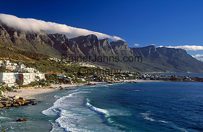 """South Africa, Cape Town, Clifton Beach at Bantry Bay and """"12 Apostle"""" Mountains"""