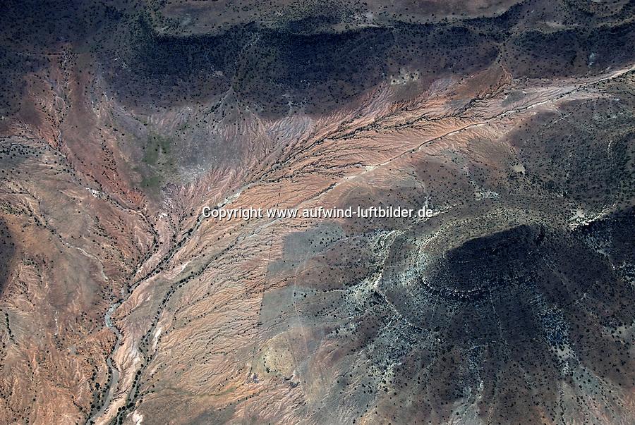 4415 / Karoo: AFRIKA, SUEDAFRIKA, 12.01.2007: Landschaft in der Halbwueste Karoo, zentralen Hochebene des Landes Suedafrika, Highveld, Klein Karoo, Groß Karoo und Ober Karoo. <br />Klima arid, trocken, im Luv der Berge, kaum Niederschlaege. Bewohner sind die San die dem Land den Namen Kuru geben, trocken ist die Bedeutung,<br />Luftbild, Luftaufname, Aufwind-Luftbilder
