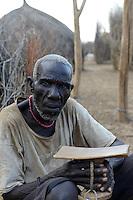 ETHIOPIA, Southern Nations, Lower Omo valley, Kangaten, village Kakuta, Nyangatom tribe / AETHIOPIEN, Omo Tal, Kangaten, Dorf Kakuta, Nyangatom Hirtenvolk, Chief Longokuro
