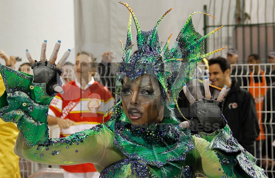 SÃO PAULO, SP, 04 DE MARÇO DE 2011 - CARNAVAL 2011 / TOM MAIOR -  Adriana Bombom durante desfile da Tom Maior primeiro dia dos desfiles das escolas do Grupo Especial de São Paulo, no Sambódromo do Anhembi, zona norte da capital paulista, nesta sexta-feira. (FOTO: VANESSA CARVALHO / NEWS FREE).