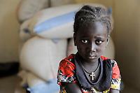 BURKINA FASO, Kaya, SAMBOAGA, in der Naehe von KORSIMORO, Caritas-OCADES unterhaelt hier eine Getreidebank zur Versorgung der Menschen bei Duerren und Hungersnoeten /<br /> BURKINA FASO, village Samboaga, Caritas-OCADES runs a grain bank here to support villagers during droughts and failed harvest