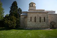 SERBIA / Kosovo   - maggio 2008 -. Enclave serba Monastero ortodosso di Decani  Durante la seconda metà del medioevo, questa regione era il centro della chiesa e dello stato serbo. L'edificio più monumentale è la chiesa devota al Cristo Pantocratore del monastero di Decani, la cui costruzione è stata iniziata dal re Stefan Decanski