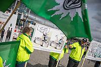 """Kundgebung der Gewerkschaft der Polizei fuer mehr mehr Personal.<br /> Die Gewerkschaft der Polizei (GdP) protestierte am Dienstag den 12. September 2017 in Berlin mit der Aktion """"Innere (Un-)Sicherheit: Personalfehl bei der Bundespolizei Berlin"""" fuer mehr Personal bei der Bundespolizei. Nach GdP-Angaben fehlen bis zu 1.000 Polizisten bei der Bundespolizei um alle polizeilichen Aufgaben erfuellen zu koennen. So mussten wegen Personalmangel bereits Bundespolizeireviere geschlossen werden und Grenzaufgaben z.B. an der Deutsch-Polnischen Grenze koennen nicht mehr voll wahrgenommen werden.<br /> 12.9.2017, Berlin<br /> Copyright: Christian-Ditsch.de<br /> [Inhaltsveraendernde Manipulation des Fotos nur nach ausdruecklicher Genehmigung des Fotografen. Vereinbarungen ueber Abtretung von Persoenlichkeitsrechten/Model Release der abgebildeten Person/Personen liegen nicht vor. NO MODEL RELEASE! Nur fuer Redaktionelle Zwecke. Don't publish without copyright Christian-Ditsch.de, Veroeffentlichung nur mit Fotografennennung, sowie gegen Honorar, MwSt. und Beleg. Konto: I N G - D i B a, IBAN DE58500105175400192269, BIC INGDDEFFXXX, Kontakt: post@christian-ditsch.de<br /> Bei der Bearbeitung der Dateiinformationen darf die Urheberkennzeichnung in den EXIF- und  IPTC-Daten nicht entfernt werden, diese sind in digitalen Medien nach §95c UrhG rechtlich geschuetzt. Der Urhebervermerk wird gemaess §13 UrhG verlangt.]"""
