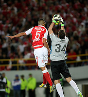 BOGOTA - COLOMBIA-17-07-2013: Yulian Anchico (Izq.) jugador del Independiente Santa Fe disputa el balón con Franco Armani (Der.) del Atletico Nacional durante partido en el estadio Nemesio Camacho El Campin de la ciudad de Bogota, julio 17 de 2013. Independiente Santa Fe y Atletico Nacional durante partido de vuelta por la final de la Liga Postobon I. (Foto: VizzorImage / Nestor Silva / Cont.).  Yulian Anchico (R) player of Independiente Santa Fe fights for the ball with Franco Armani (L) player of Atletico Nacional during game in the Nemesio Camacho El Campin stadium in Bogota City, July 17, 2013. Independiente Santa Fe and Atletico Nacional, during match for the second round of finals of the Postobon League I. (Photo: VizzorImage / Nestor Silva / Cont.).