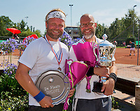 Netherlands, Amstelveen, August 23, 2015, Tennis,  National Veteran Championships, NVK, TV de Kegel,  awards ceremony men's 40+ :  Winner Jeroen Bok (R) and runner up Taavi Suorsa<br /> Photo: Tennisimages/Henk Koster
