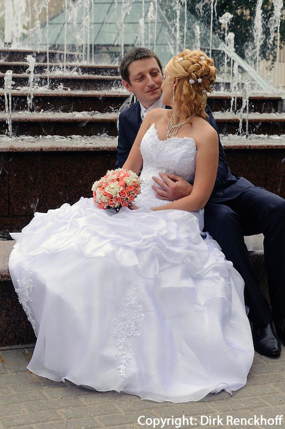 Brautpaar in Riga, Lettland, Europa