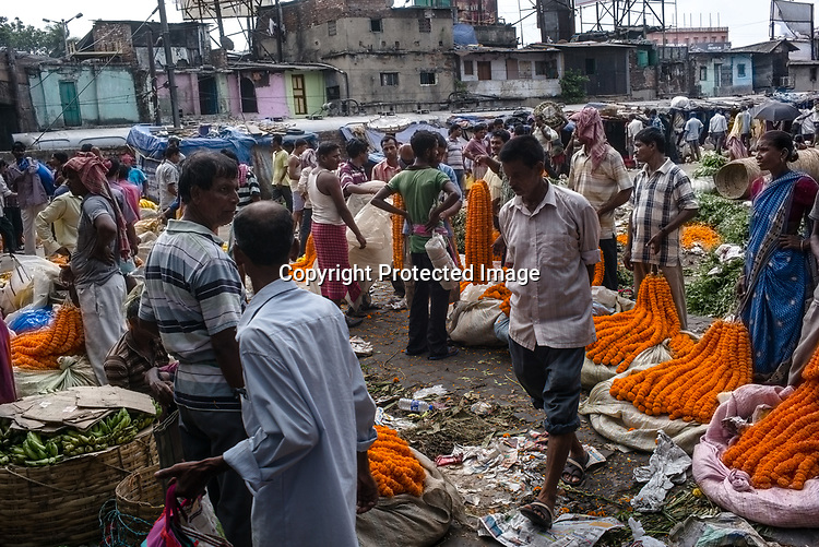 Vendors wait for their customers at the Mullik Ghat Flower market in Howrah, Kolkata, West Bengal  on Friday, May 26, 2017. Photographer: Sanjit Das