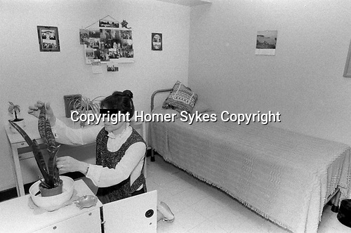 Woman in prison cell UK 1980s. Female prisoner with her possessions, plants HM Prison Styal Wilmslow Cheshire England 1986